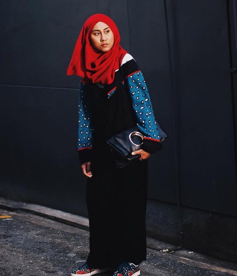 <p>Malaysian personal style blogger Aris follows the 'art of looking casually stylish while still remaining modest and doing it all on a budget' [Photo: Instagram/theliyanaaris] </p>