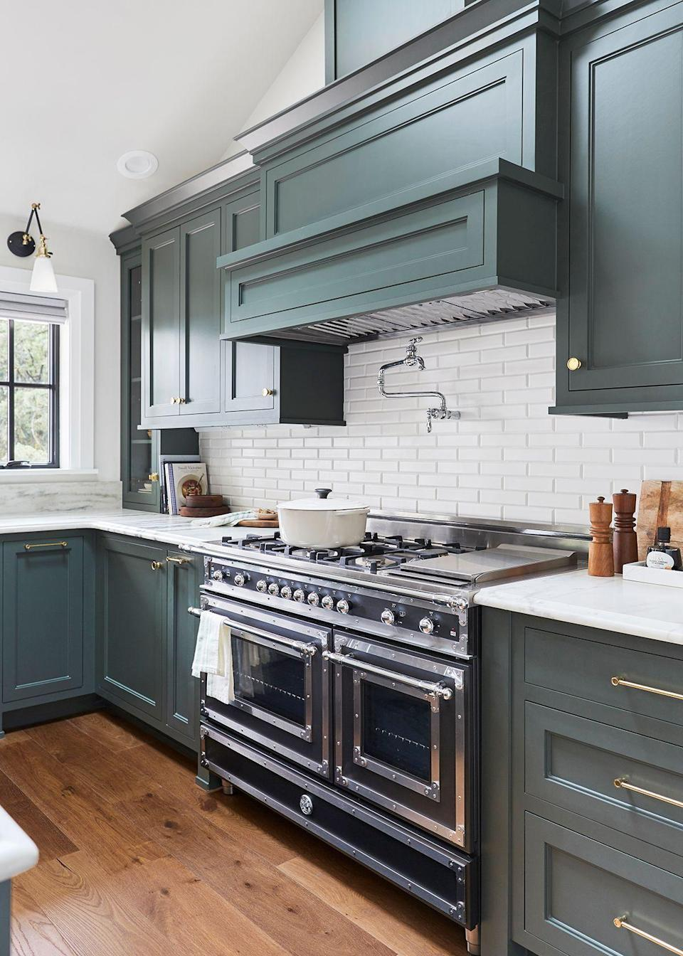 The kitchen is very minimal and streamlined, without a lot of fuss. Fashion with function was the philosophy here, and it works.