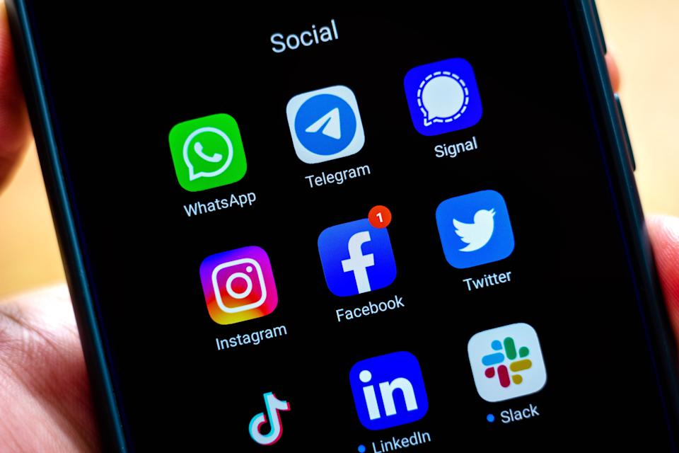 BRAZIL - 2021/01/25: In this photo illustration the Whatsapp, Telegram, Signal, Instagram, Facebook, Twitter, Tik Tok, LinkedIn and Slack app and logos seen displayed on a smartphone. (Photo Illustration by Rafael Henrique/SOPA Images/LightRocket via Getty Images)