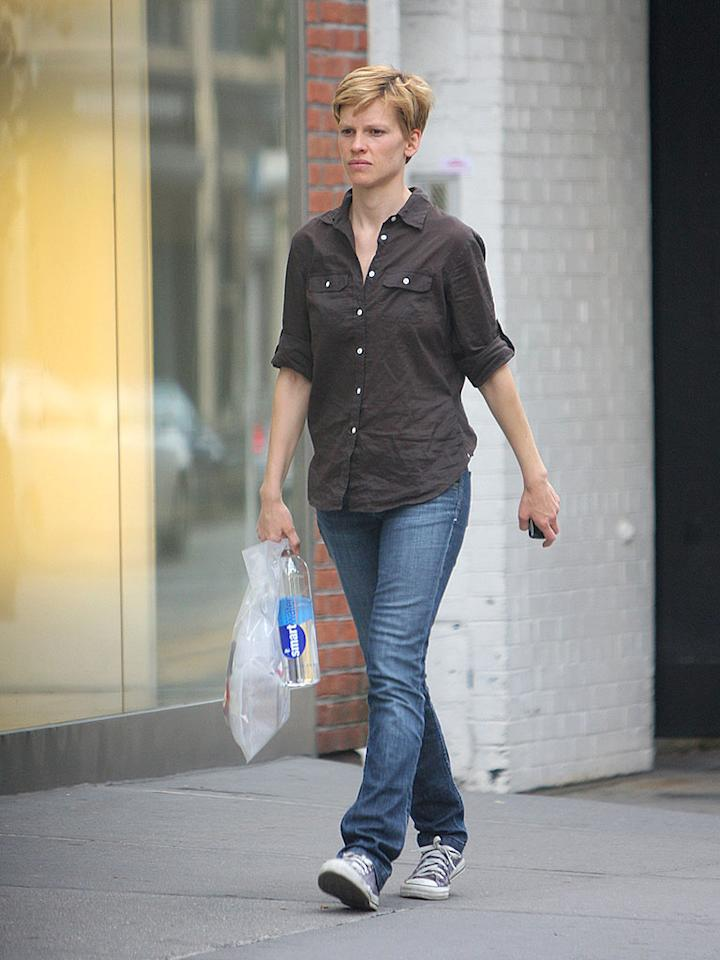 "Hilary Swank's short new 'do is a definite don't. Tom Meinelt/Jackson Lee/<a href=""http://www.splashnewsonline.com"" target=""new"">Splash News</a> - June 21, 2008"