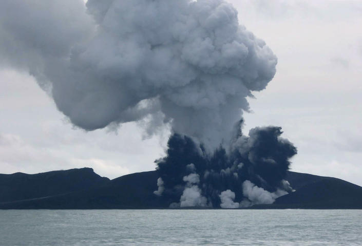 Smoke rises from a volcano some 65 km south-west of the South Pacific nation Tonga's capital Nuku'alofa, as seen in this image from New Zealand's Ministry of Foreign Affairs and Trade, released on January 15, 2015 (AFP Photo/MFAT)