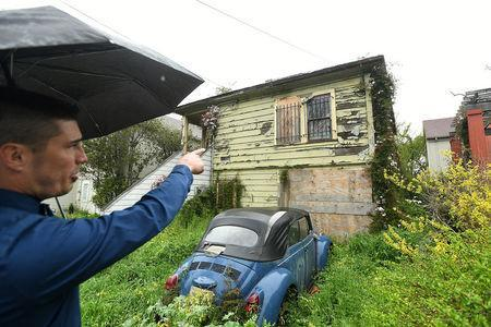 Emeryville Vice-Mayor John Bauters gestures to a neglected property in Emeryville, California, United States March 20, 2017. REUTERS/Noah Berger