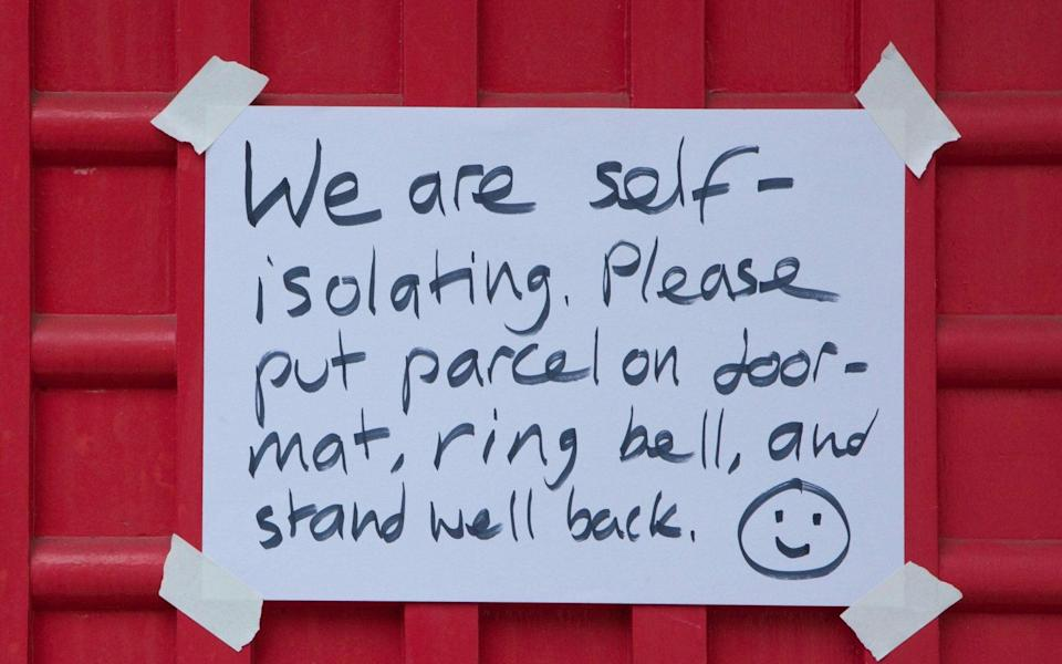 A note on the front door of a house in Clapham - Anna Watson/Alamy Live News