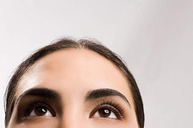 There's a new drug that may just bring your brows back. (Photo: Getty Images)