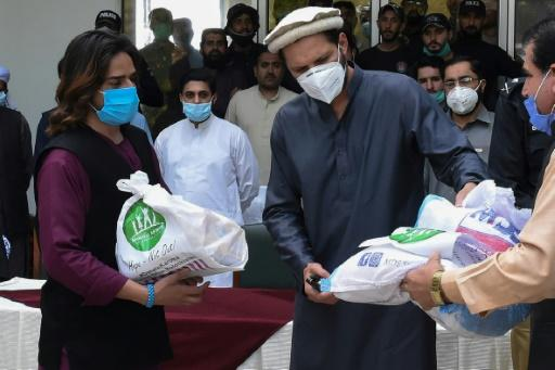 Shahid Afridi distributed food during Pakistan's coronavirus lock down has caught the virus