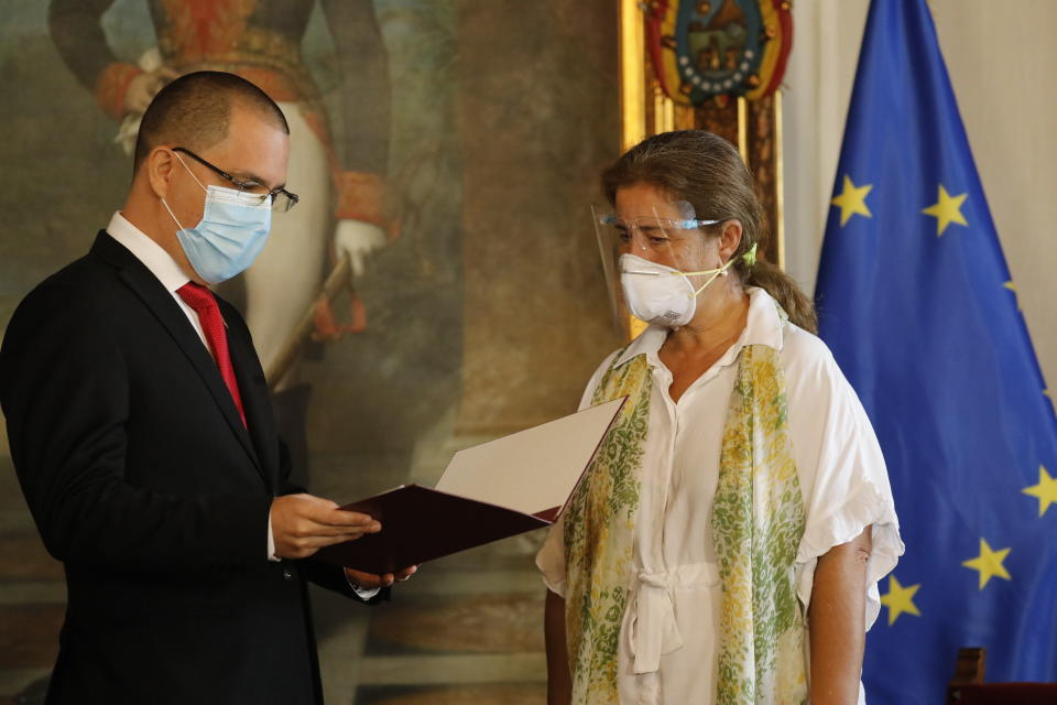 """European Union Ambassador to Venezuela Isabel Brilhante Pedrosa is presented with a letter of """"persona non grata"""" from Venezuelan Foreign Minister Jorge Arreaza at his office in Caracas, Venezuela, Wednesday, Feb. 24, 2021. The meeting was called after the EU sanctioned an additional 19 Venezuelans for """"undermining democracy and the rule of law"""" in Venezuela and the National Assembly declared the EU ambassador """"persona non grata."""" (AP Photo/Ariana Cubillos)"""