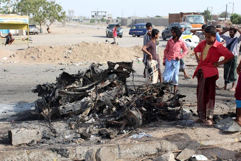 People gather on March 26, 2016 at the site of a suicide bomb attack that struck checkpoints the day before of Yemeni loyalist forces in Shaab district, on Aden's western outskirts (AFP Photo/Saleh al-Obeidi)