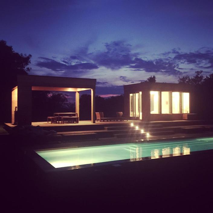 <p>In this night shot, you can see the cedar-clad pool house with bath.<br></p>