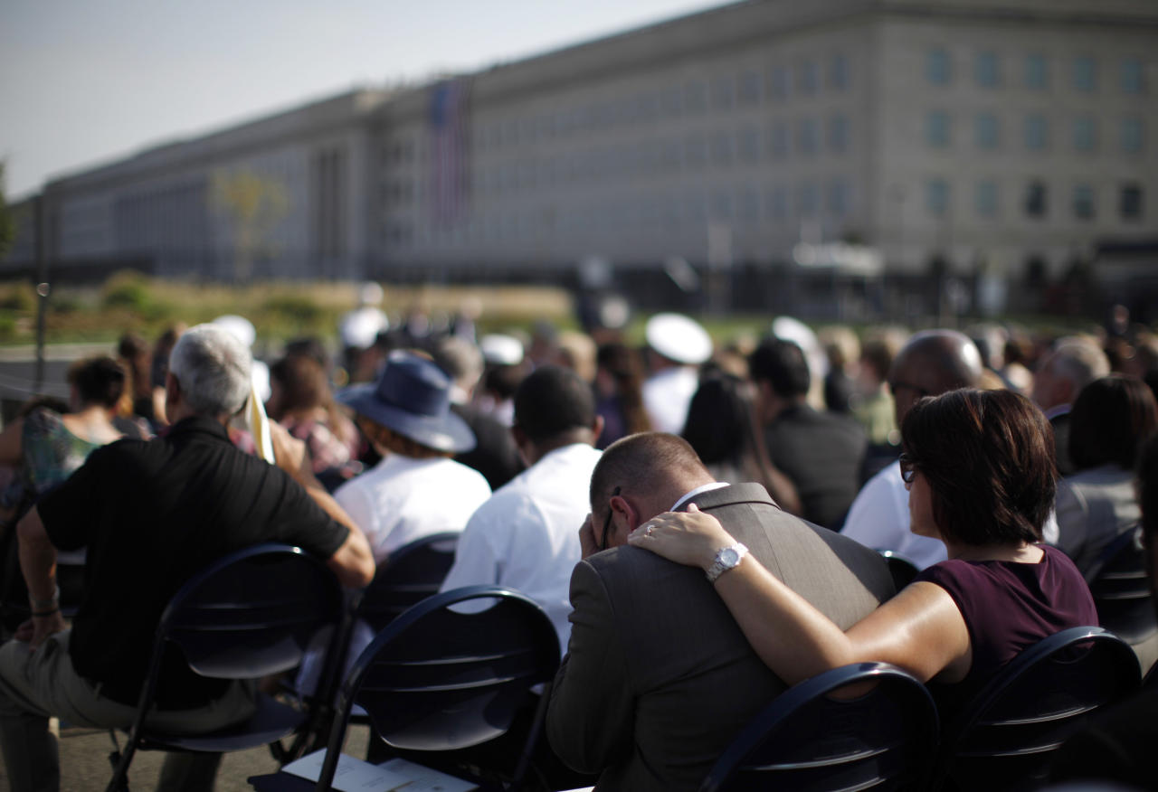 Relatives of victims of the attack on the Pentagon attend ceremonies marking the 10th anniversary of the 9/11 attack on the Pentagon, in Washington, September 11, 2011.  (REUTERS/Jason Reed)