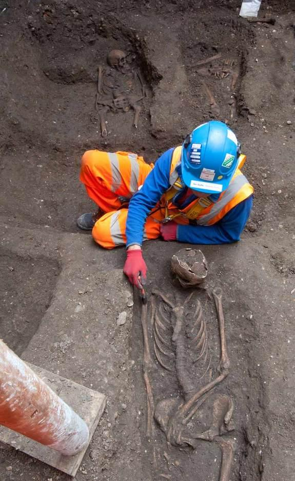 14th-Century Black Death Graveyard Found in London