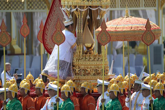 <p>A royal palanquin is carried by soldiers during a procession to transfer the royal relics and ashes of Thailand's late King Bhumibol Adulyadej from the crematorium to the Grand Palace in Bangkok, Thailand, Oct. 27, 2017. (Photo: Athit Perawongmetha/Reuters) </p>