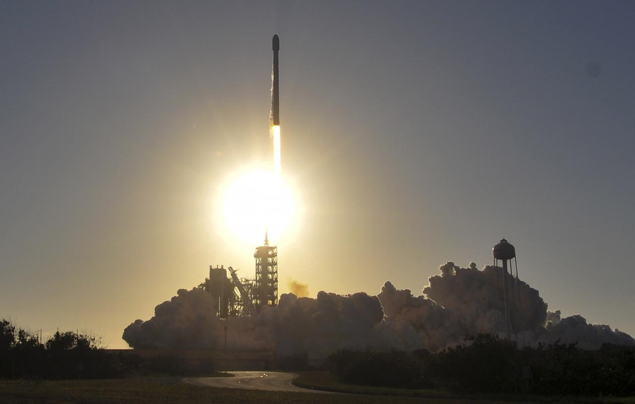 <p>A SpaceX Falcon 9 lifts off from Kennedy Space Center (Rex features) </p>