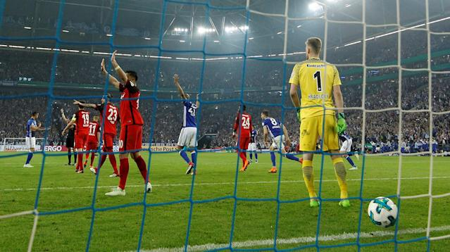 Soccer Football - DFB Cup - Schalke 04 vs Eintracht Frankfurt - Veltins-Arena, Gelsenkirchen, Germany - April 18, 2018 Eintracht Frankfurt's Lukas Hradecky looks dejected after conceding a goal that is later disallowed REUTERS/Leon Kuegeler DFB RULES PROHIBIT USE IN MMS SERVICES VIA HANDHELD DEVICES UNTIL TWO HOURS AFTER A MATCH AND ANY USAGE ON INTERNET OR ONLINE MEDIA SIMULATING VIDEO FOOTAGE DURING THE MATCH.