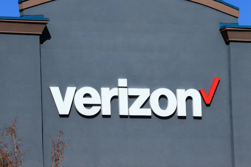 Verizon purchases prepaid wireless provider Tracfone for around $7 billion