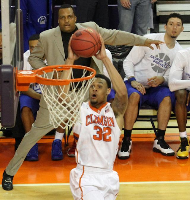 Georgia State head coach Ron Hunter, top center, watches as Clemson's K.J. McDaniels dunks in the first half of their NCAA college basketball National Invitational Tournament game at Littlejohn Coliseum in Clemson, S.C. on Tuesday March 18, 2014. (AP Photo/Anderson Independent-Mail, Mark Crammer)