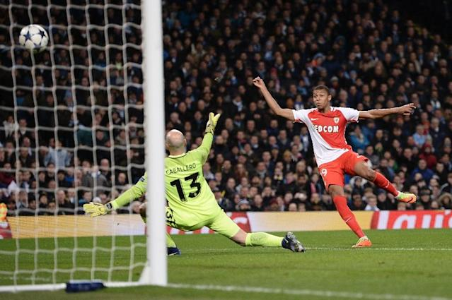 Monaco's Kylian Mbappe (R) scores a goal during their UEFA Champions League round of 16 1st leg match against Manchester City, at the Etihad Stadium in Manchester, on February 21, 2017 (AFP Photo/Oli Scarff)