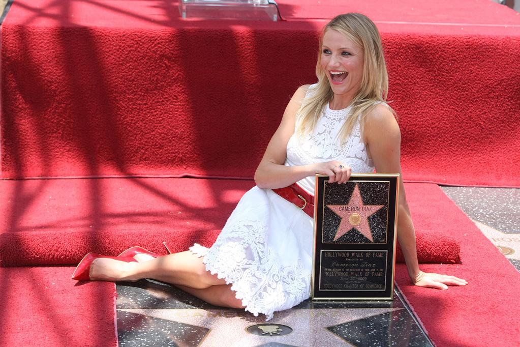 """<a href=""""http://movies.yahoo.com/movie/contributor/1800020297"""">Cameron Diaz</a> attends the ceremony honoring her with a star on The Hollywood Walk of Fame - 06/22/2009"""