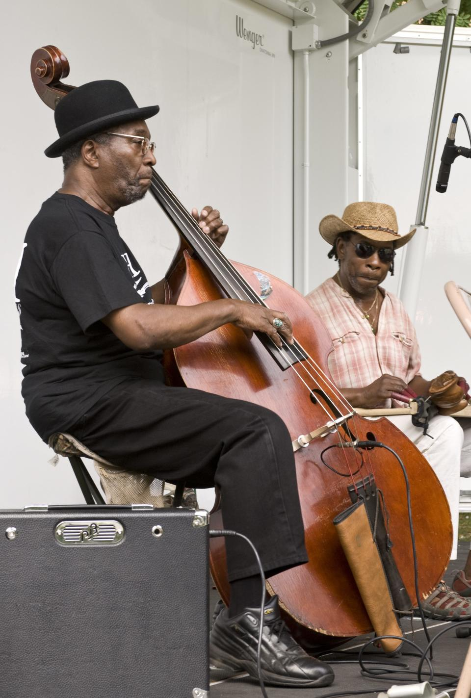 "William ""Salty Bill"" Salter, left, with Dave Gibson, playing with the Ebony Hillbillies in 2010 in New York. (Photo: Ebet Roberts/Redferns/Getty Images)"
