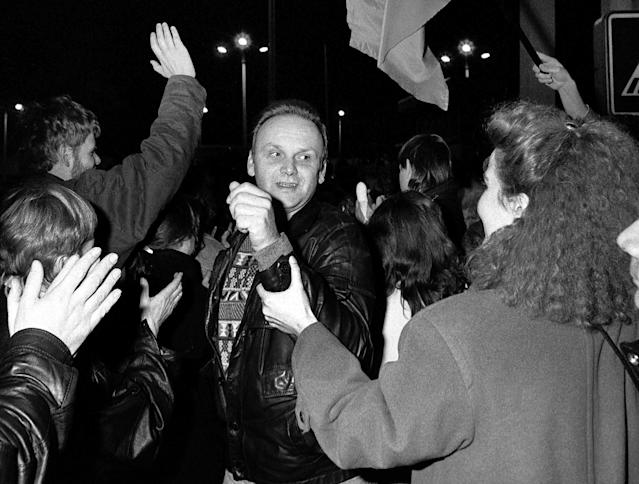 West Berliners welcome an East Berlin citizen crossing the border at the Allies' Checkpoint Charlie on Nov. 9, 1989. (Photo: Fabrizio Bensch/Reuters)