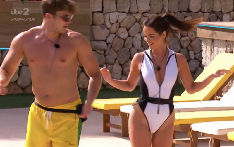 Pritchard taught Maura Higgins a few dance moves in the villa (ITV)