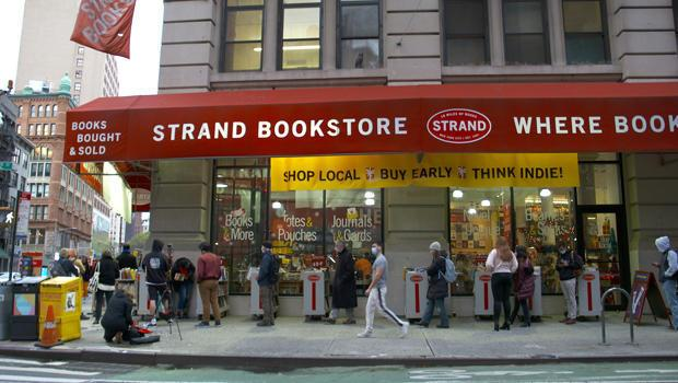 The line to get into the Strand. / Credit: CBS News