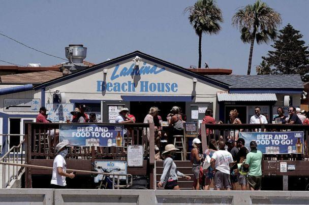 PHOTO: People eat and drink outside Lahina Beach House in the Pacific Beach neighborhood of San Diego, Calif., July 3, 2020. (Bing Guan/Reuters)