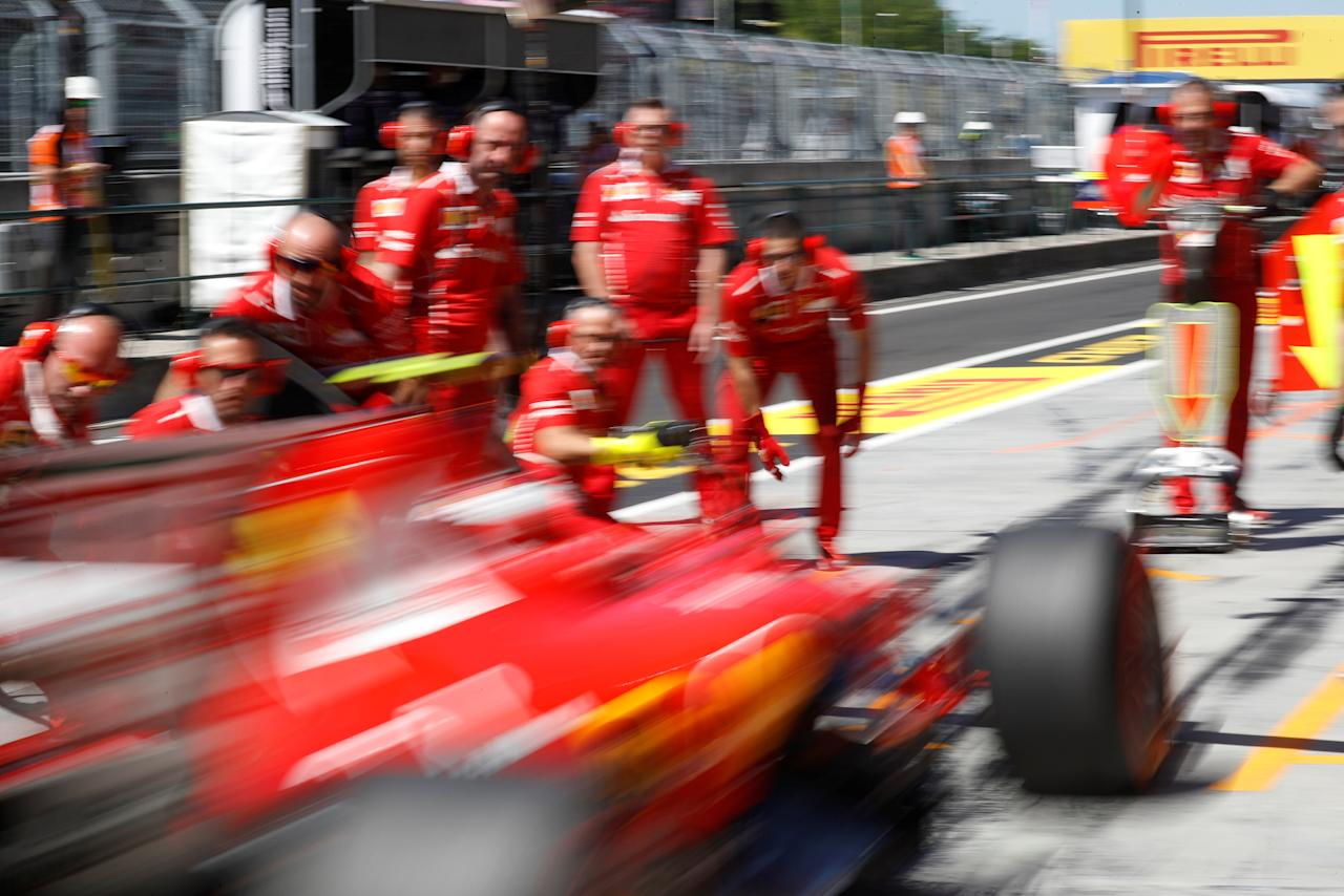Formula One - F1 - Hungarian Grand Prix Practice - Budapest, Hungary - July 29, 2017   Ferrari mechanics during pit stop   REUTERS/Laszlo Balogh