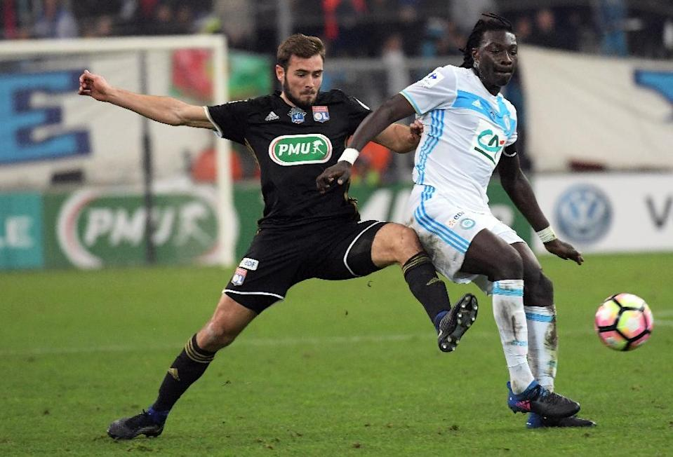 Lyon's midfielder Lucas Tousart (L) vies with Olympique de Marseille's forward Bafetimbi Gomis(R) during the French Cup football match January 31, 2017 (AFP Photo/ANNE-CHRISTINE POUJOULAT)