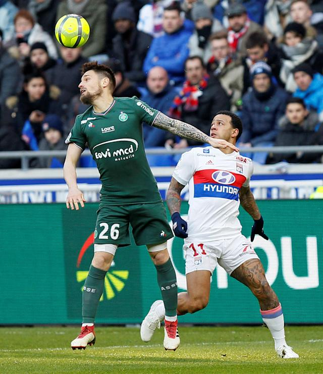Soccer Football - Ligue 1 - Olympique Lyonnais vs Saint-Etienne - Groupama Stadium, Lyon, France - February 25, 2018 St Etienne's Mathieu Debuchy in action with Lyon's Memphis Depay REUTERS/Emmanuel Foudrot