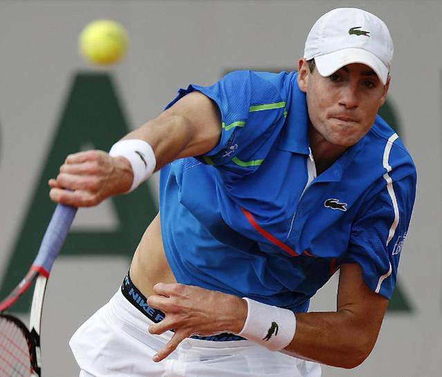 John Isner, of the US, serves to Spain's Tommy Robredo during their third round match of the French Open tennis tournament at the Roland Garros stadium, in Paris, France, Friday, May 30, 2014. (AP Photo/David Vincent)