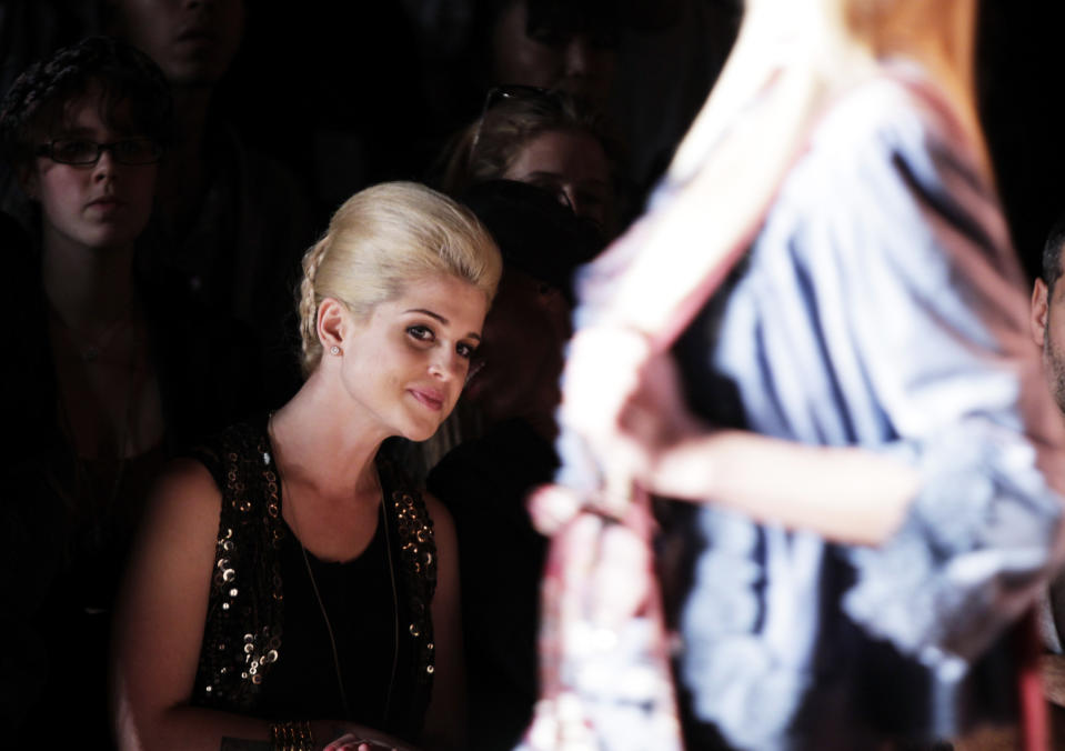 Actress Kelly Osbourne watches a model present a creation from the Anna Sui 2011 Spring/Summer collection during New York Fashion Week September 15, 2010. REUTERS/Lucas Jackson (UNITED STATES - Tags: FASHION ENTERTAINMENT IMAGES OF THE DAY SOCIETY)