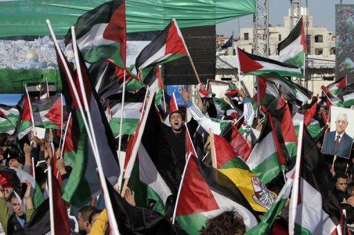 <p>Palestinians celebrate the successful bid to win UN statehood recognition in the West Bank city of Ramallah on December 2. sraeli Prime Minister Benjamin Netanyahu braced for tense talks with German Chancellor Angela Merkel on Thursday as plans to build thousands of new Jewish settler homes strained ties with key allies.</p>