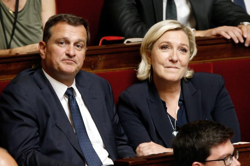 Louis Aliot entendu par la justice sur l'affaire des assistants du FN
