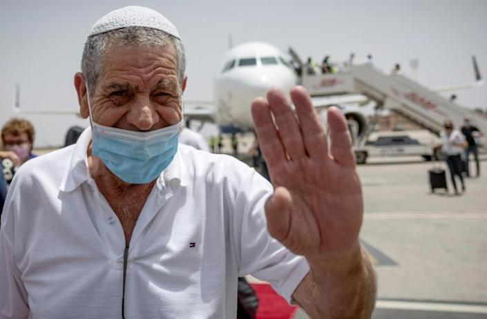 An Israeli tourist waves as he arrives at Marrakesh on the first direct commercial flight between Israel and Morocco