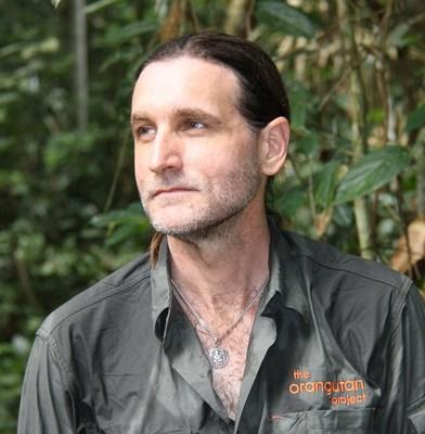 Leif Cocks, the founder of The Orangutan Project and the world's foremost orangutan expert, has been awarded one of Australia's top civilian honors for his outstanding conservation efforts.