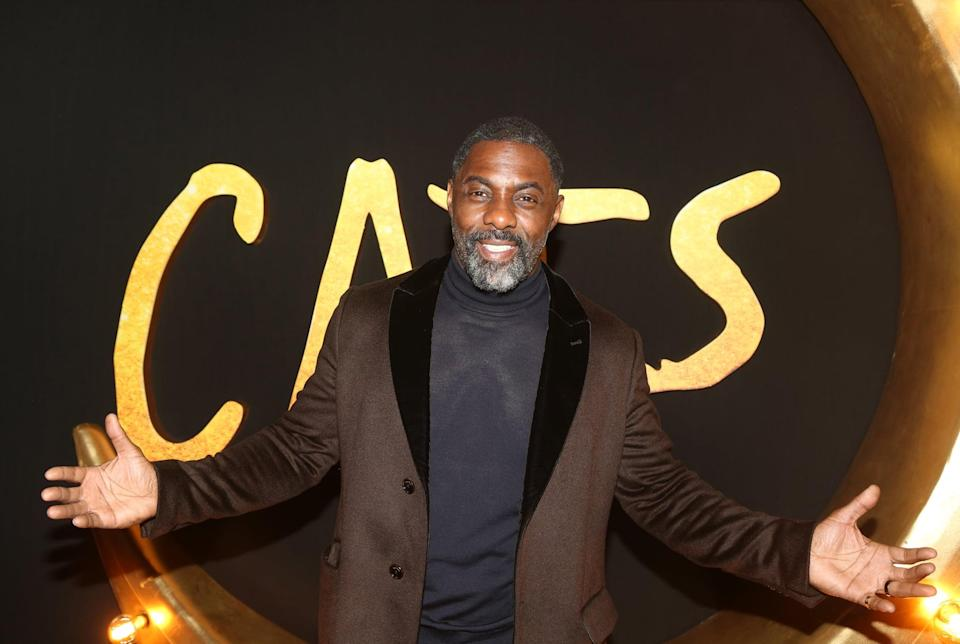 NEW YORK, NEW YORK - DECEMBER 16: Idris Elba poses at the World Premiere of the new film