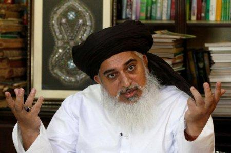 FILE PHOTO: Khadim Hussain Rizvi, leader of Tehrik-e-Labaik Pakistan Islamist political party gestures during an interview with Reuters in Lahore, Pakistan July 14, 2018. REUTERS/Mohsin Raza/File Photo