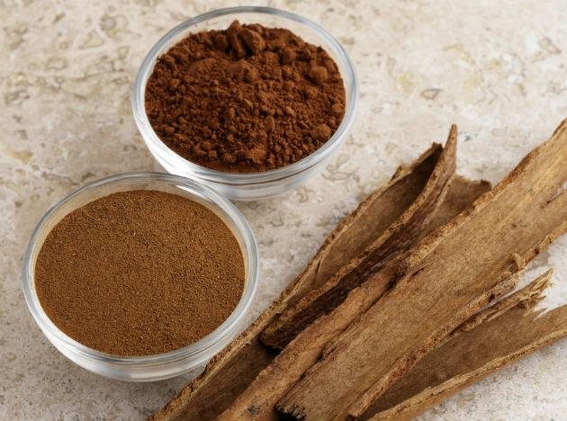 Cinnamon (dalchini): These are long, dark brown and dried sticks with a flavour that leans towards the sweet, as well as the mildly hot. It aids in digestion and is also known for its blood sugar and cholesterol lowering properties. Cinnamon tea is a great way to ward off nausea, flatulence and common cold.