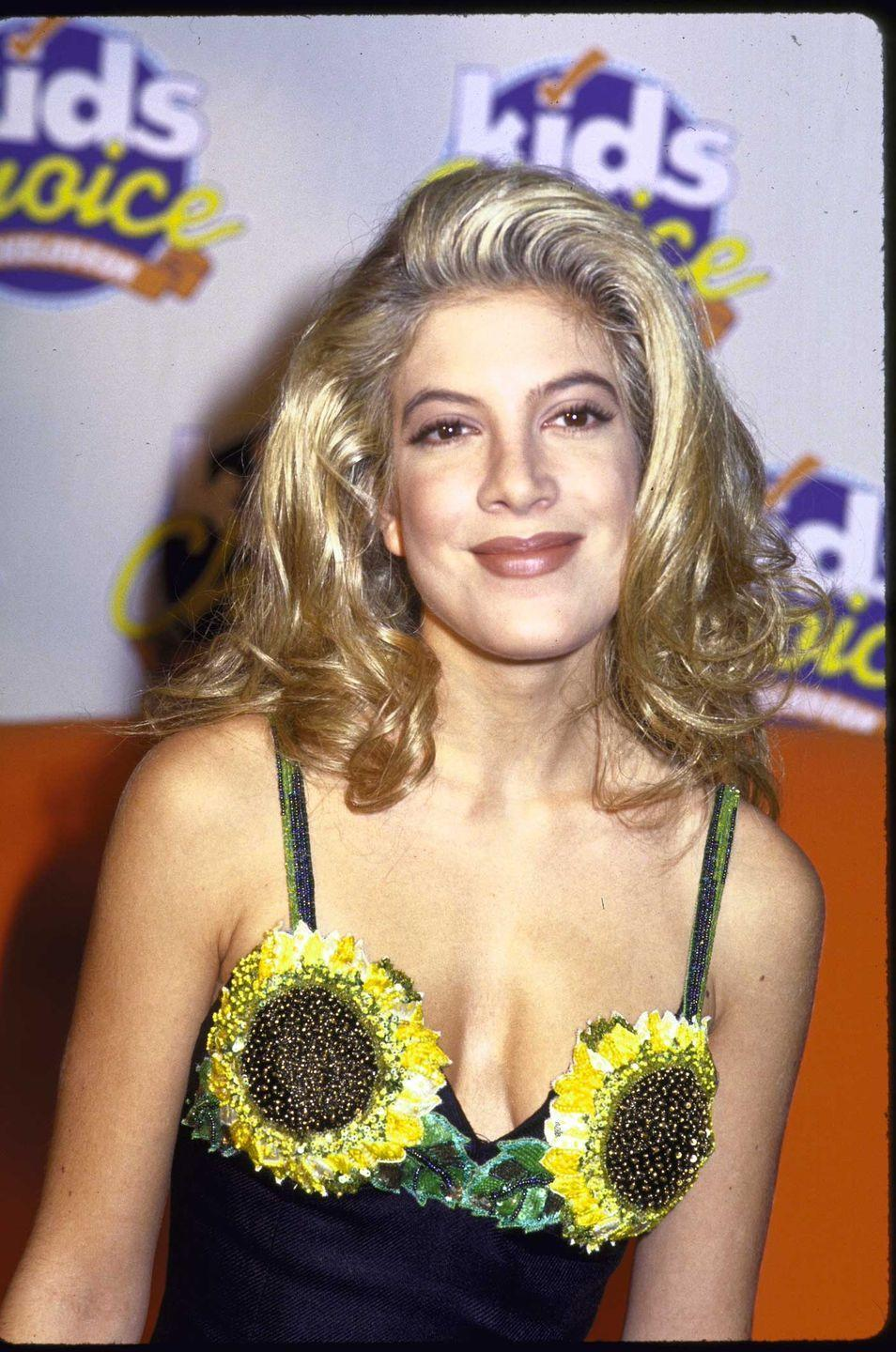 <p>This bold flowery look that Tori Spelling wore in 1992 is peak 1990s.</p>