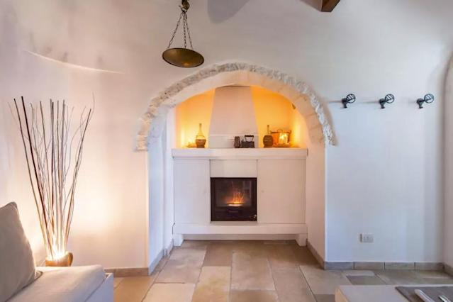 <p>Here's another look at that fireplace. No doubt Hippolyta herself would approve.<br>(Airbnb) </p>