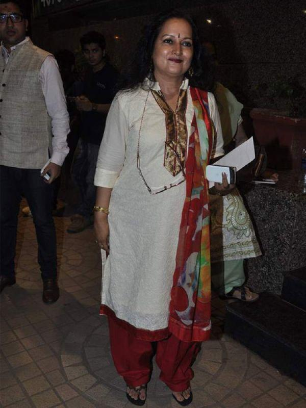 <p><strong>Image courtesy : iDiva.com</strong></p><p>Himani Shivpur who stars in <em>Besharam</em>, made an appearance at the film screening.</p><p><strong>Related Articles - </strong></p><p><a href='http://idiva.com/news-entertainment/besharam-first-look/18234' target='_blank'>Besharam [First Look]</a></p><p><a href='http://idiva.com/news-entertainment/besharam-trailer-video/23254' target='_blank'>Besharam Trailer [Video]</a></p>