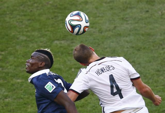 France's Paul Pogba (L) and Germany's Benedikt Hoewedes fight for the ball during their 2014 World Cup quarter-finals at the Maracana stadium in Rio de Janeiro July 4, 2014. REUTERS/Ricardo Moraes (BRAZIL - Tags: SOCCER SPORT WORLD CUP)