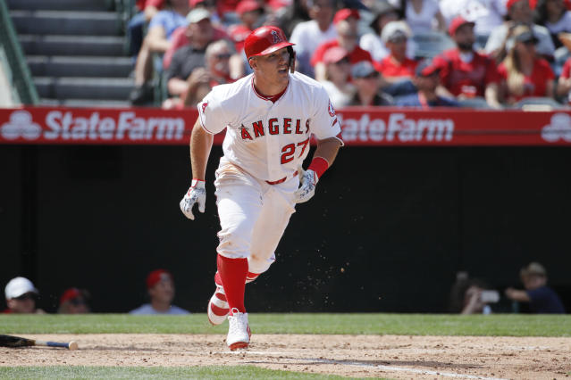"<a class=""link rapid-noclick-resp"" href=""/mlb/teams/laa"" data-ylk=""slk:Los Angeles Angels"">Los Angeles Angels</a> outfielder <a class=""link rapid-noclick-resp"" href=""/mlb/players/8861/"" data-ylk=""slk:Mike Trout"">Mike Trout</a> is amazing, but loading up on stars in an auction and filling out your roster with duds produces erratic results. (AP Photo/Jae C. Hong)"