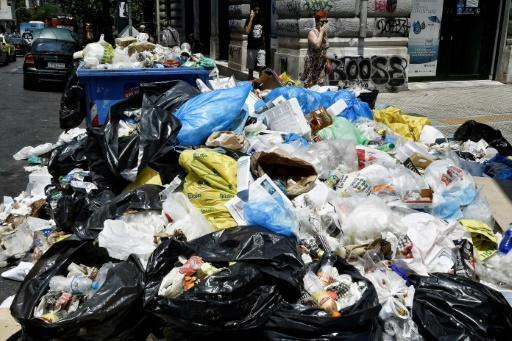 Greek refuse workers end strike as rubbish piles up in the sun