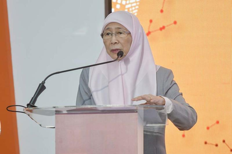 Deputy Prime Minister Datuk Seri Dr Wan Azizah Wan Ismail speaks during the launch of the Putrajaya Literacy in Financial Technology (LIFT) festival December 29, 2019. ― Picture by Shafwan Zaidon
