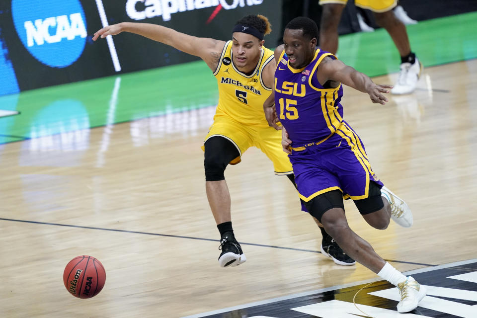 Michigan forward Terrance Williams II (5) scrambles for a loose ball with LSU guard Aundre Hyatt (15) during the first half of a second-round game in the NCAA men's college basketball tournament at Lucas Oil Stadium Monday, March 22, 2021, in Indianapolis. (AP Photo/AJ Mast)