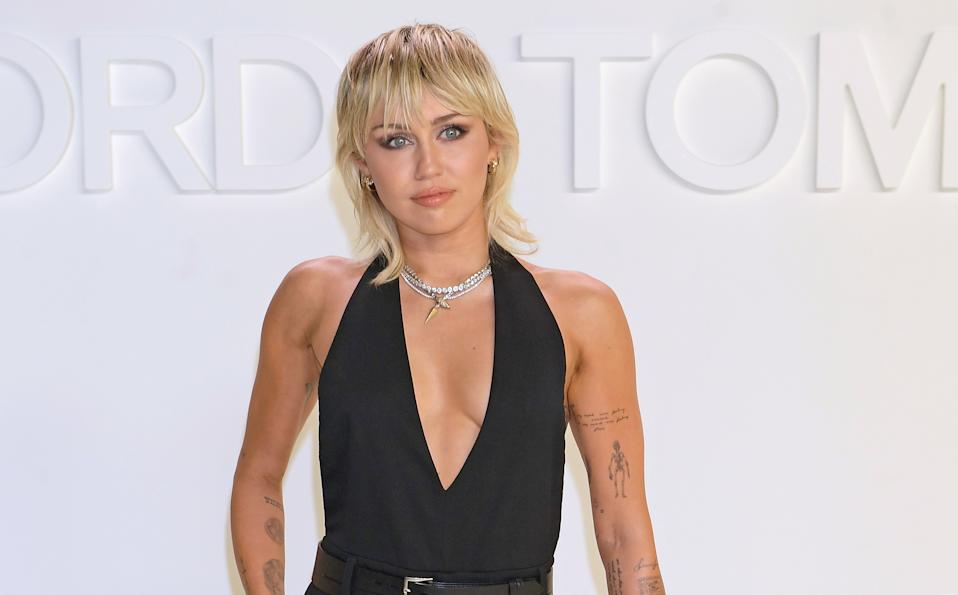Miley Cyrus opens up about body image issues during Instagram live stream with Demi Lovato. (Photo: Getty Images)