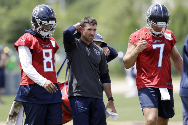 "New Titans offensive coordinator Matt LaFleur (center) hopes to get <a class=""link rapid-noclick-resp"" href=""/nfl/players/28390/"" data-ylk=""slk:Marcus Mariota"">Marcus Mariota</a> (8) back on track in Nashville. (AP Photo/Mark Humphrey)"