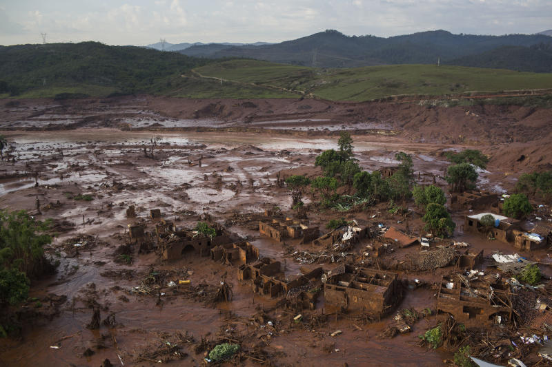 BHP Billiton cuts iron ore output forecast after Brazil dam burst