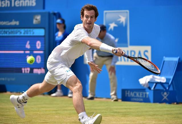 Britain's Andy Murray returns to Spain's Fernando Verdasco during his second round match at the ATP Aegon Championships tennis tournament at the Queen's Club in west London on June 18, 2015 (AFP Photo/Leon Neal)